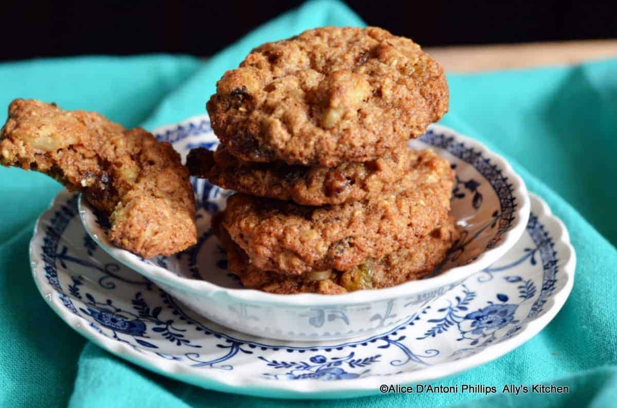 Chewy Oatmeal Date Raisin Nut Cookies