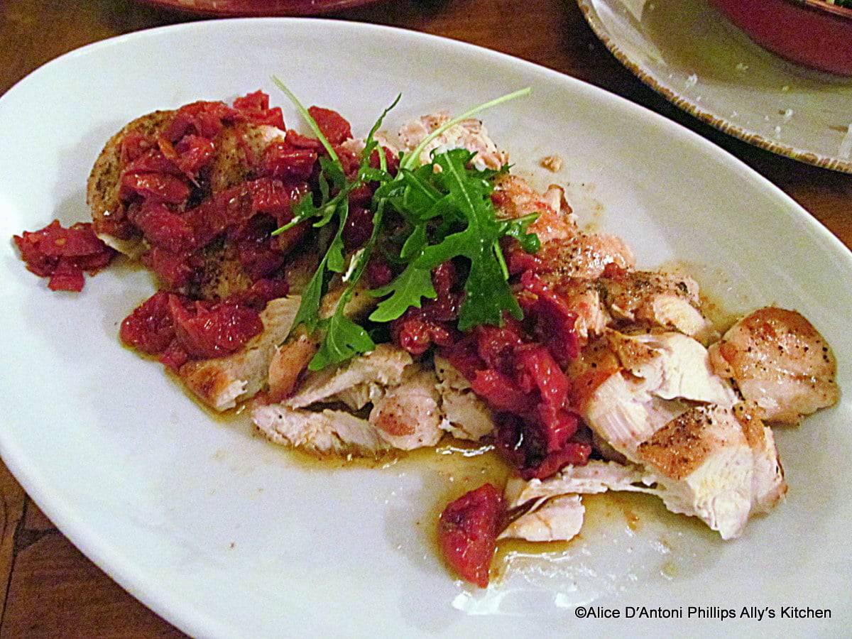 pollo alla griglia con pomodori secchi balsamico e rucola