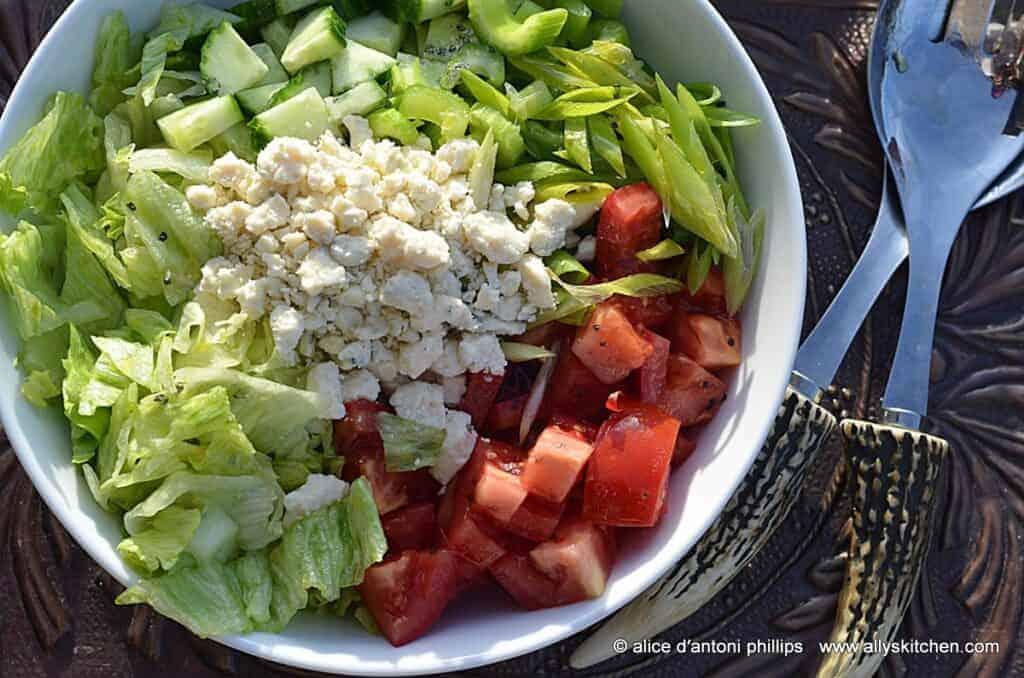 iceberg gorgonzola salad