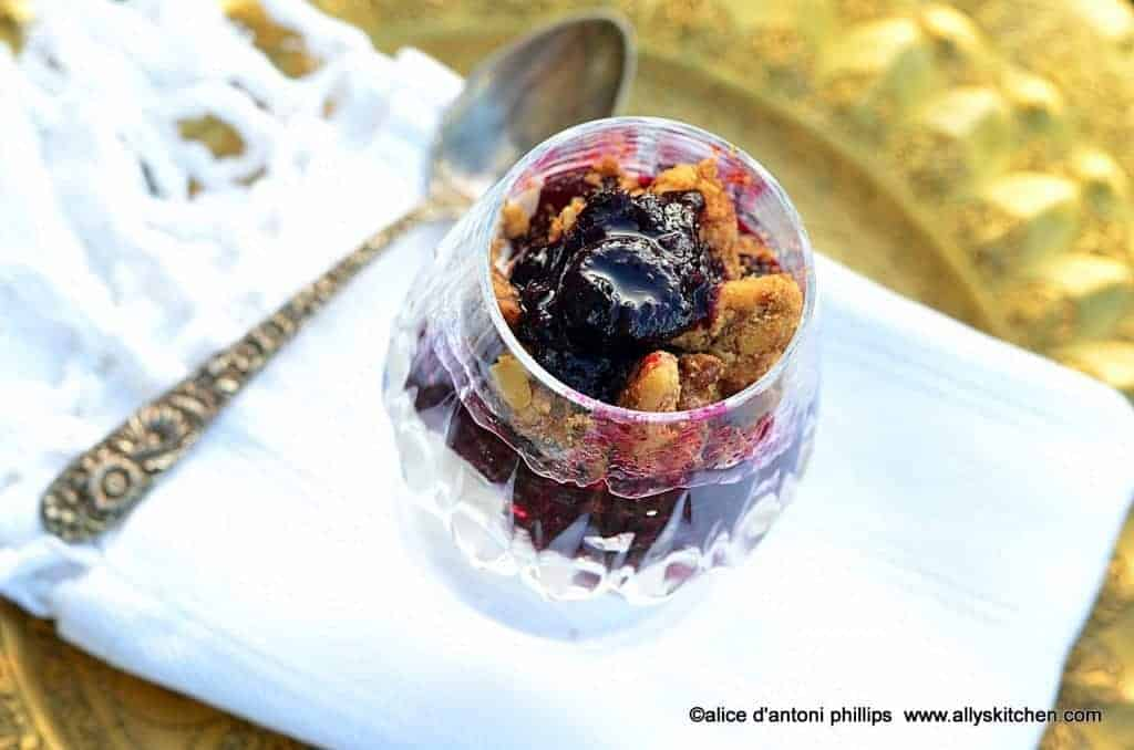 ~blueberry & rhubarb compote & crumbles~