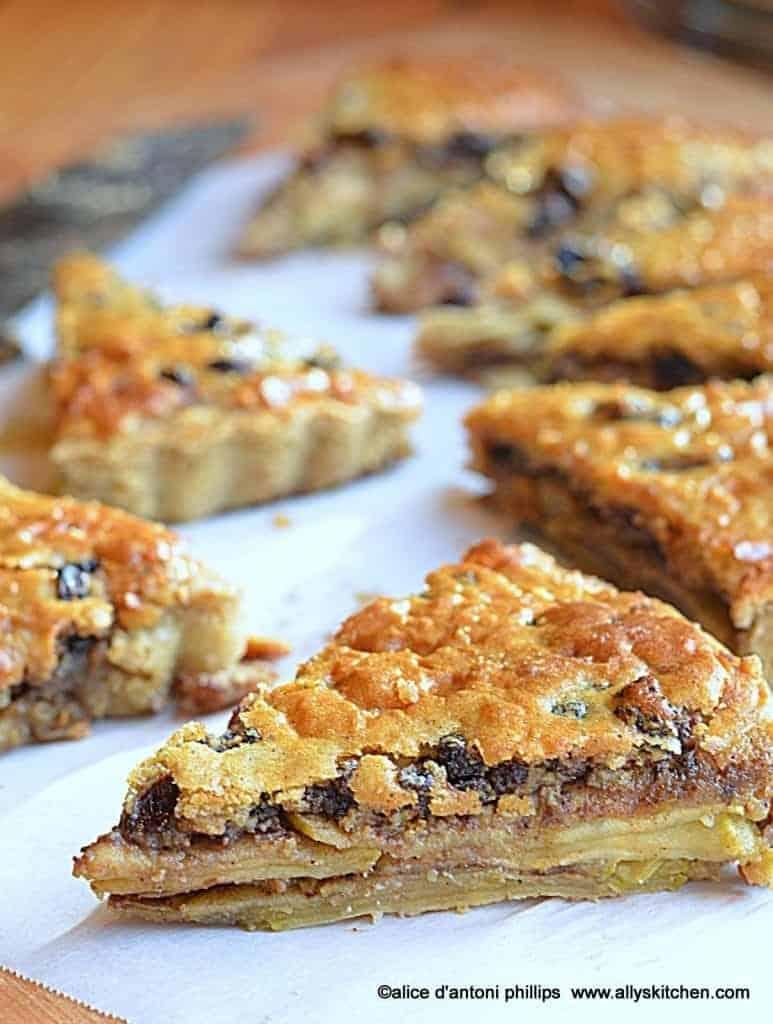 ~tart apple currant spice pie~