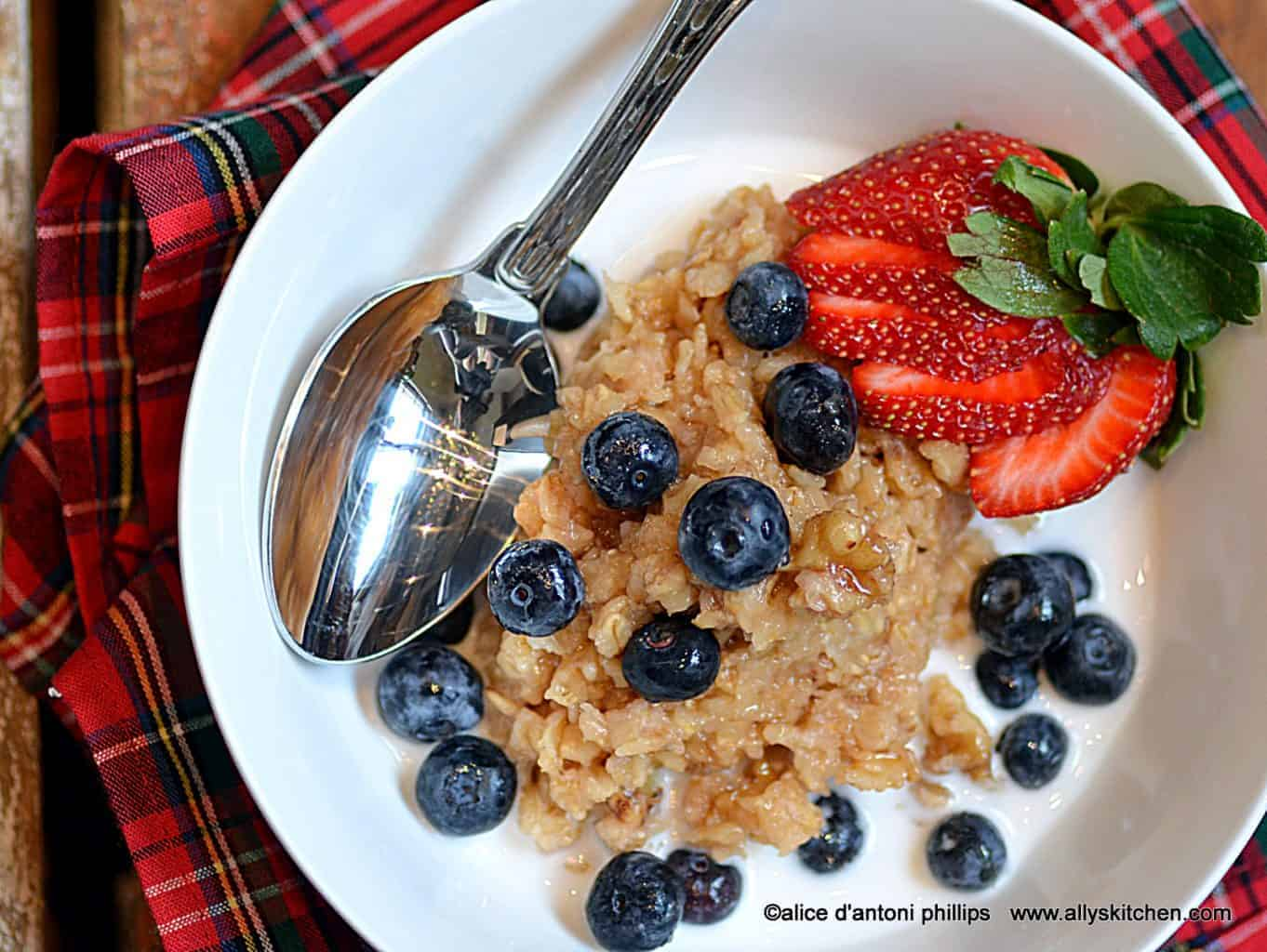 citrus honey nut oatmeal with cream & fresh fruit