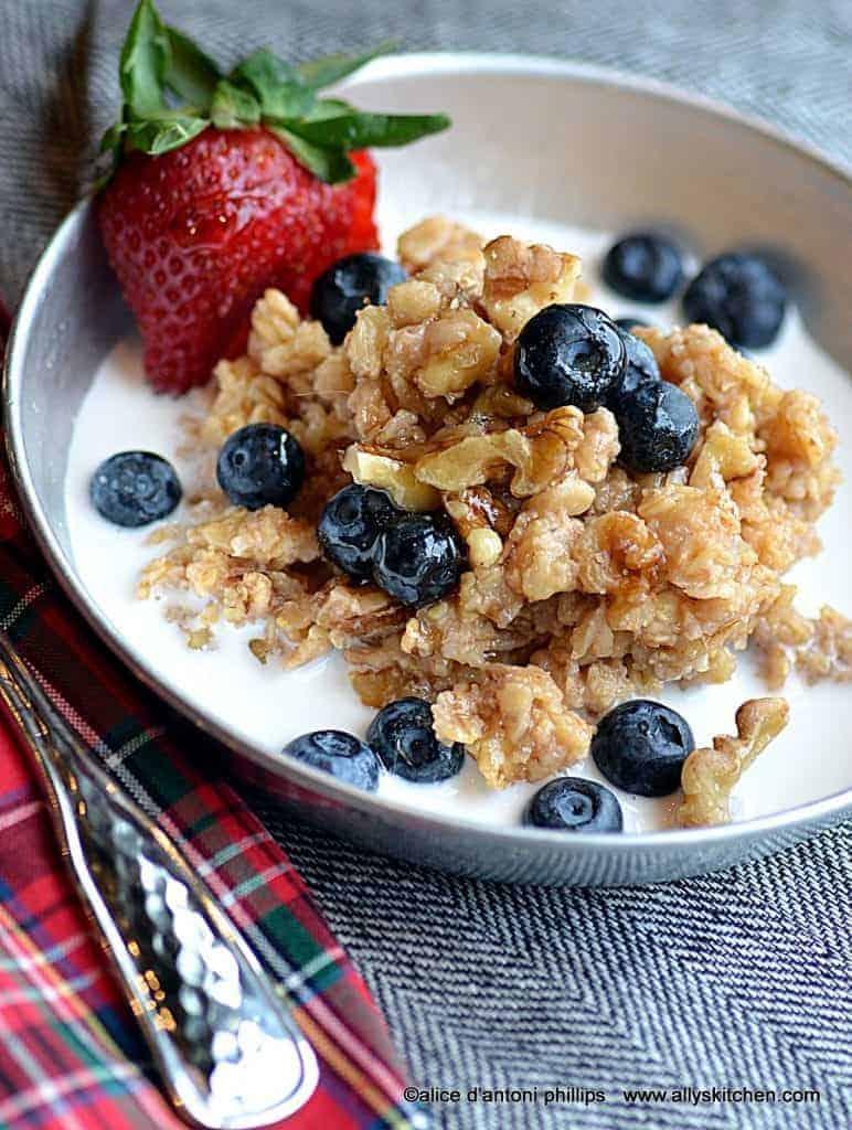 citrus honey nut oatmeal with cream & fresh fruit