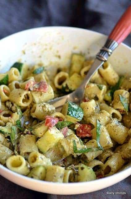 mezze rigatoni basil pesto & peppers