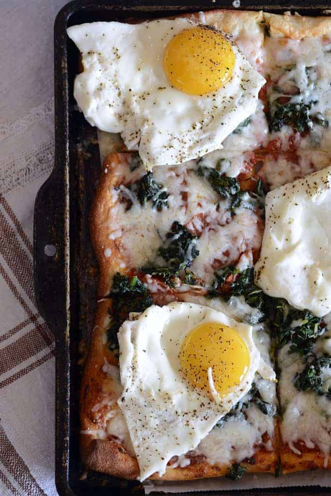 breakfast spinach pizza