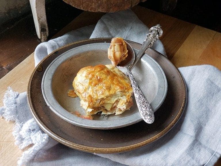 Easy Apple Cinnamon Roll Up Pie